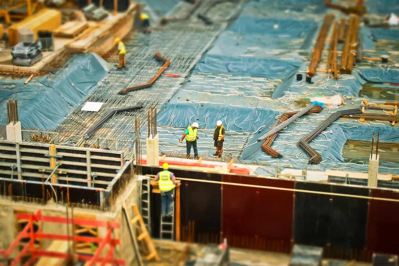 בניינים בשלבי בנייה